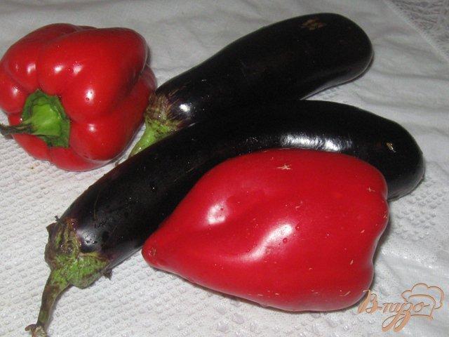 Фото приготовление рецепта: Баклажаны с перцем в кисло-сладком соусе шаг №1
