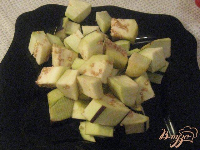 Фото приготовление рецепта: Баклажаны с перцем в кисло-сладком соусе шаг №2