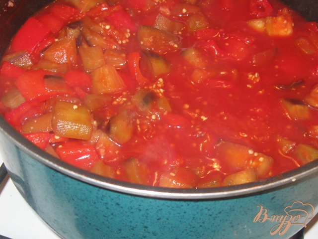 Фото приготовление рецепта: Баклажаны с перцем в кисло-сладком соусе шаг №4