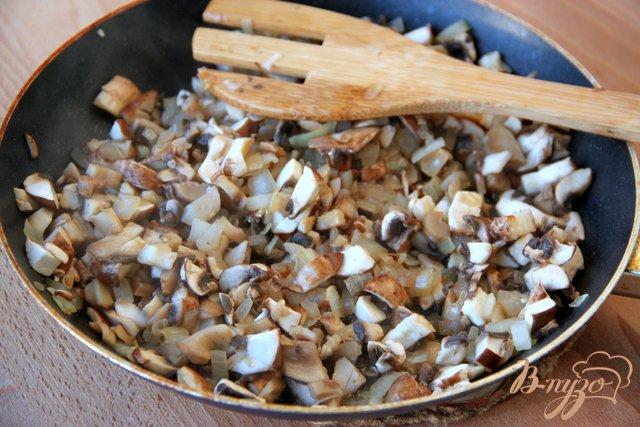 Фото приготовление рецепта: Камбала, запечённая под грибной шапочкой шаг №1