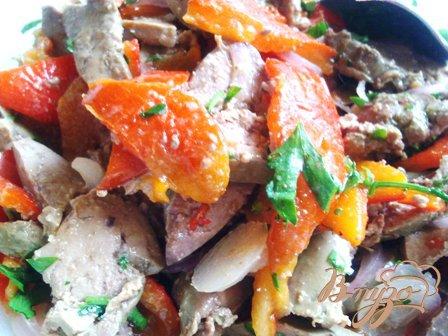 Рецепт Теплый салат с куриной печенью и запеченым перцем