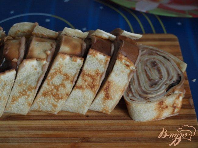 Фото приготовление рецепта: Рулет из блинов с заварным шоколадным кремом шаг №5