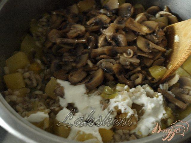 Фото приготовление рецепта: Орзотто с шампиньонами и тыквой шаг №4