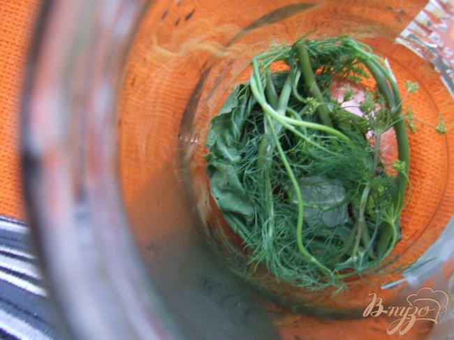 Фото приготовление рецепта: Маринованные помидоры с виноградом шаг №1