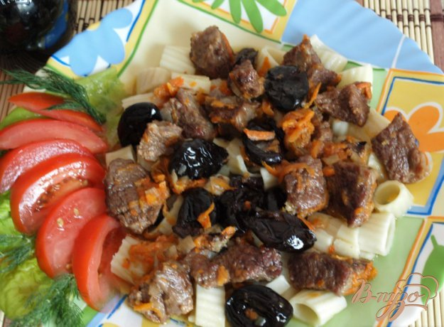 фото рецепта: Говядина тушеная с черносливом