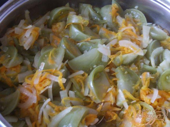Фото приготовление рецепта: Салат из зеленых помидоров шаг №4