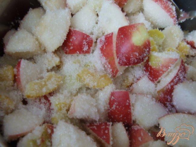 Фото приготовление рецепта: Варенье из айвы японской и яблок шаг №3