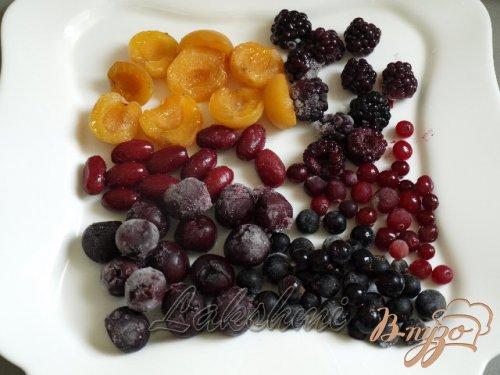 Фруктово-ягодные заливные яйца.