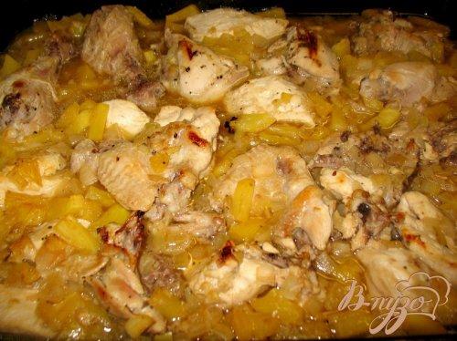 Курица в ананасах.