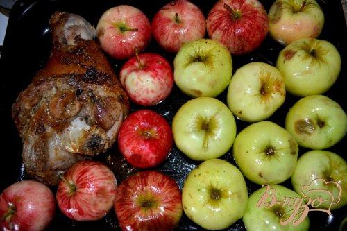 Рулька в яблоках.
