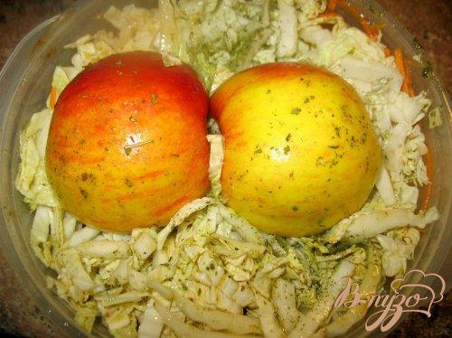 Окорочка с яблоками.