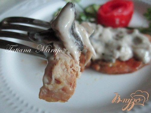 Свиной шницель с грибным соусом