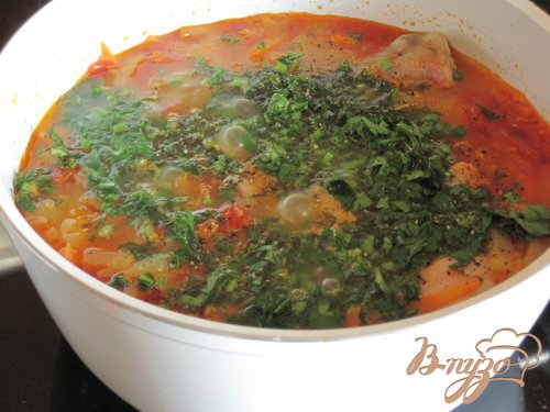 Куриные ножки в овощном соусе.
