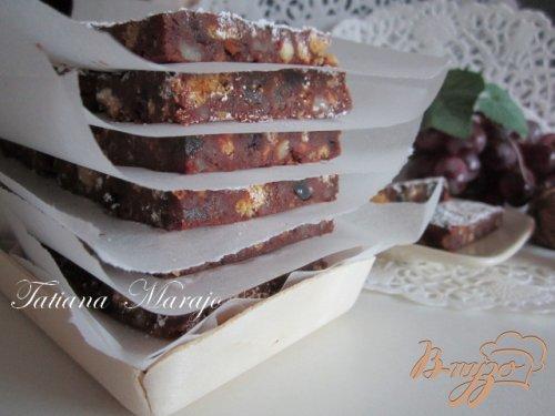 Шоколадные пластинки с сухофруктами...