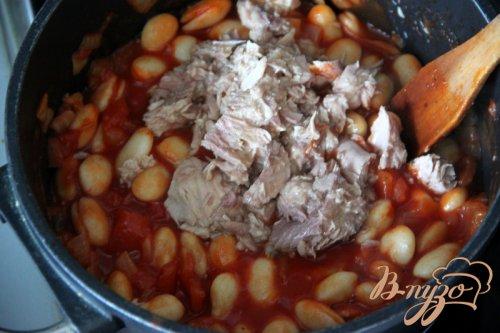 Лапша с  соусом из томатов, белой фасоли и тунца