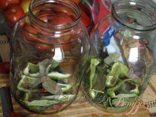 Помидоры с хреном и семенами укропа