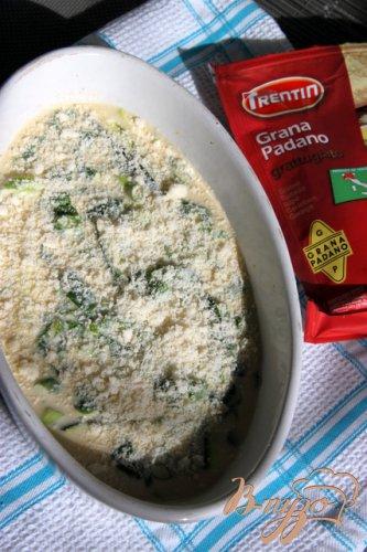 Запечённый омлет с творогом, зеленью и кабачками