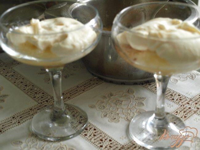 Фото приготовление рецепта: Яблочный десерт с чёрной смородиной шаг №4
