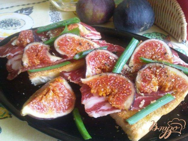 Рецепт Брускетта с ветчиной и инжиром