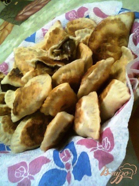 Рецепт Чебуреки с грибами, сыром и зеленым луком.