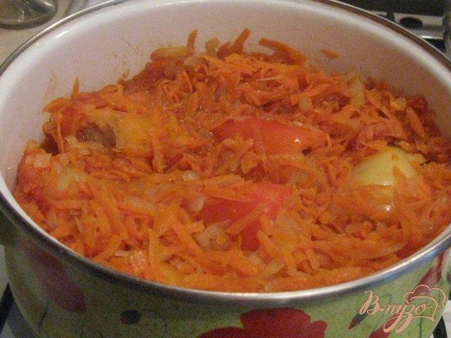 Перец фаршированный мясом в морковно-томатном  соусе