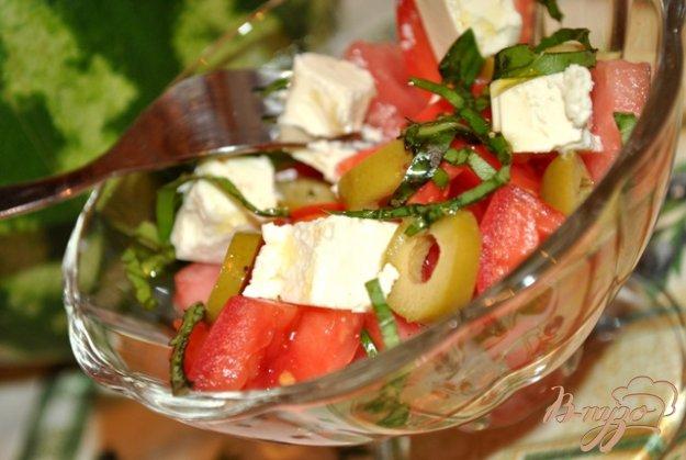 Рецепт Салат с арбузом, фетой и оливками