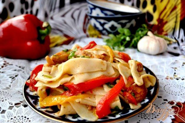 """Рецепт Салат """"Янгелик"""" с домашней лапшой,курицей и овощами"""