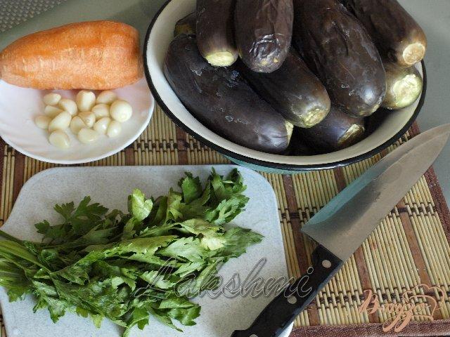 Фото приготовление рецепта: Квашенные баклажаны с чесноком и морковью шаг №1