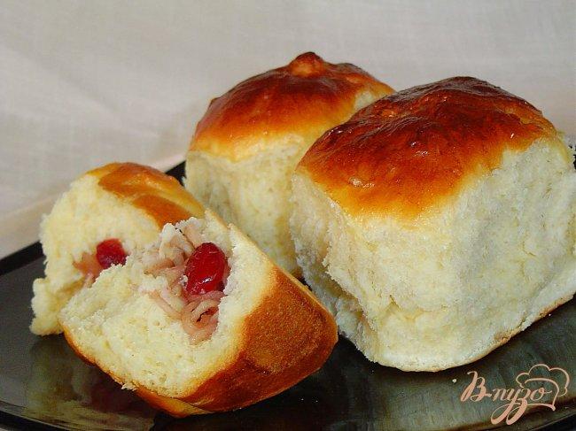 Фото приготовление рецепта: Порционный пирог с яблоками и вялеными вишнями. шаг №12
