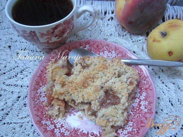 Фото приготовление рецепта: Персиково-грушевый крамбль с пряностями шаг №3