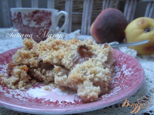 фото рецепта: Персиково-грушевый крамбль с пряностями