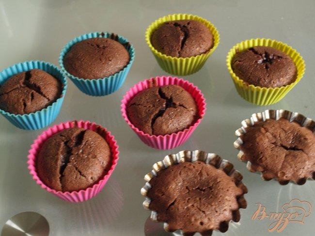 Фото приготовление рецепта: Шоколадное пирожное за 15 минут шаг №4