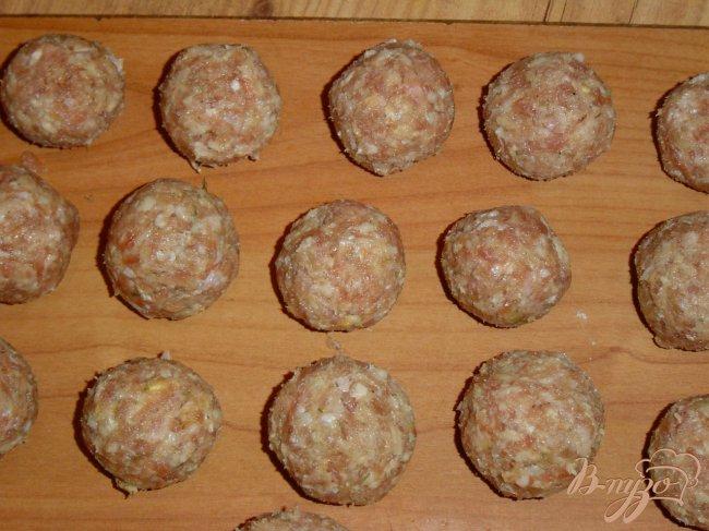 Фото приготовление рецепта: Суп с грибами и фрикадельками шаг №2