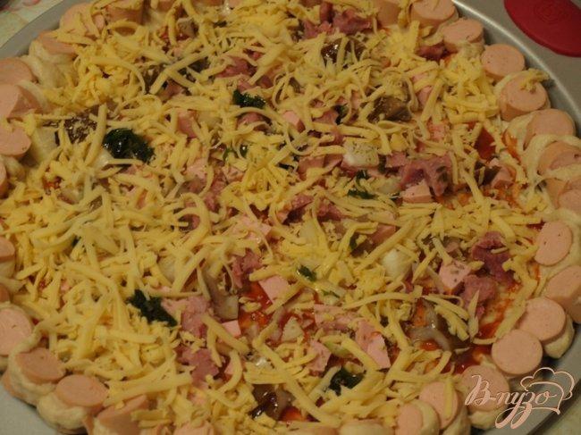 Фото приготовление рецепта: Пицца с сытным краешком шаг №3