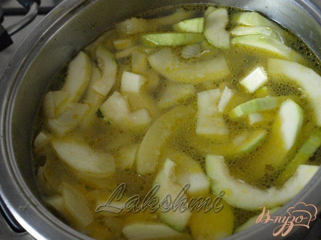 Фото приготовление рецепта: Крем-суп из кабачков шаг №2