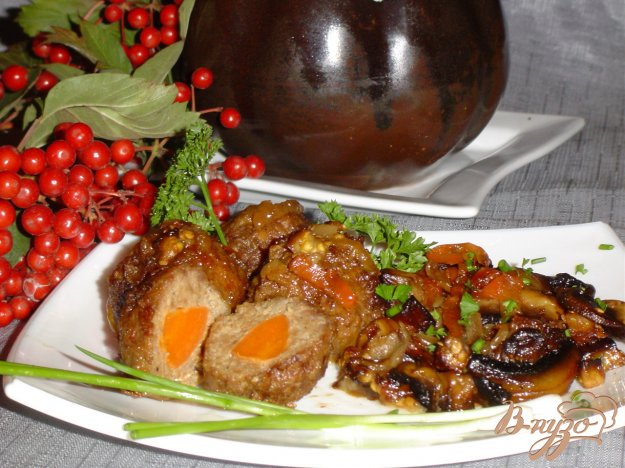 Рецепт Тефтели с сюрпризом, запеченные с баклажанами и грибами