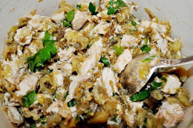 Фото приготовление рецепта: Запечённые баклажаны, фаршированные курицей шаг №5