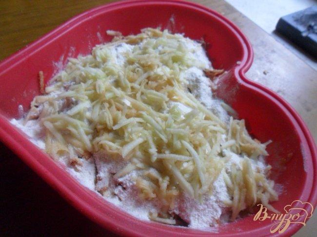 Фото приготовление рецепта: Болгарский яблочный пирог шаг №3