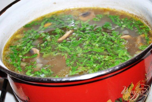 Фото приготовление рецепта: Суп гречневый с грибами шаг №7