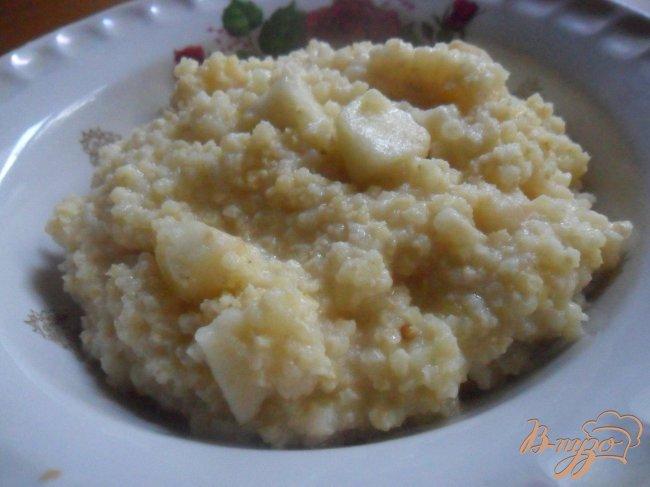 Фото приготовление рецепта: Пшённая каша с яблоком шаг №4