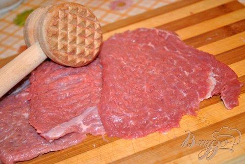 Запеченная говядина под грибным соусом