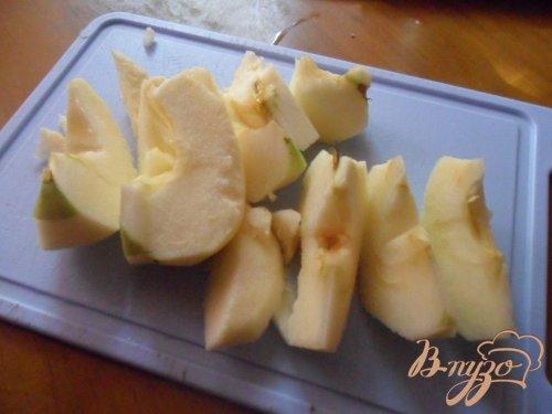 Куриное филе в лимонном соусе с яблоками