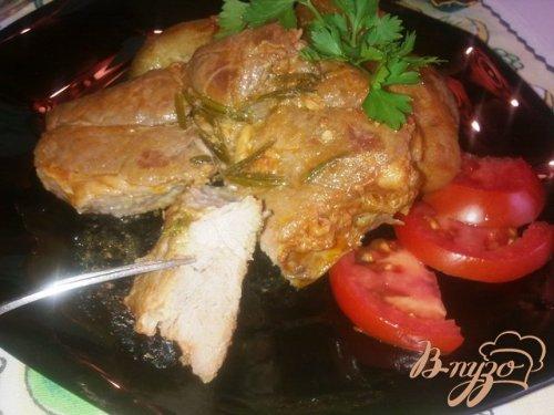 Мясо запеченное с розмарином и овощами