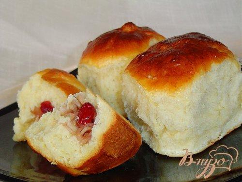 Порционный пирог с яблоками и вялеными вишнями.