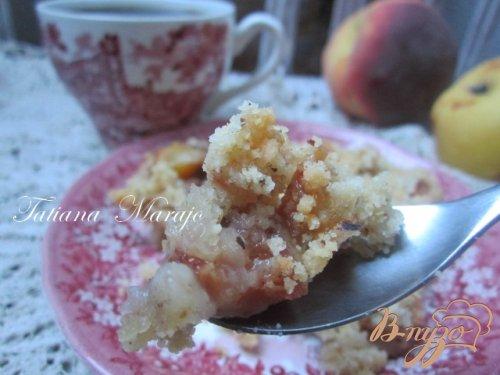 Персиково-грушевый крамбль с пряностями