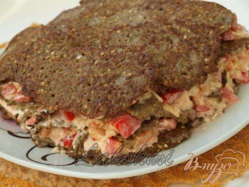 Закусочный торт из баклажановых оладий.