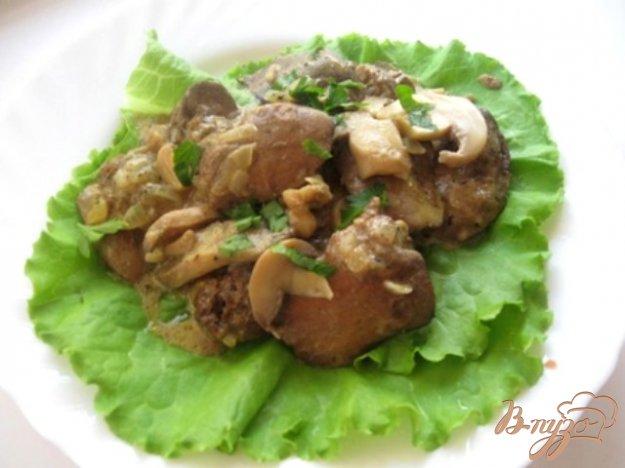 Рецепт Куриная печень с грибами в сметане