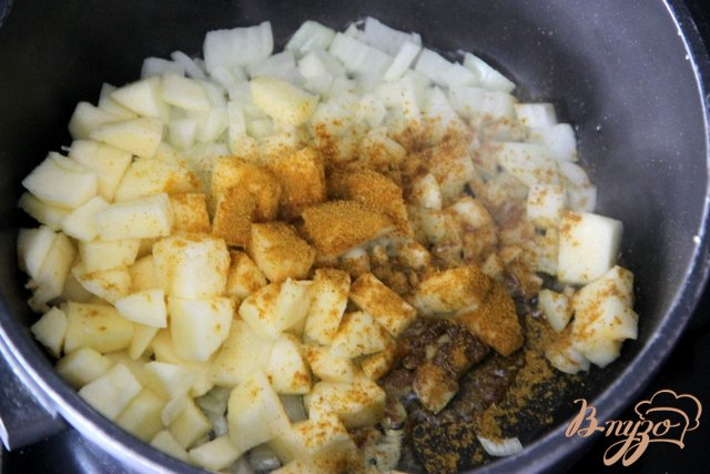 Фото приготовление рецепта: Восточный суп с фаршем шаг №3