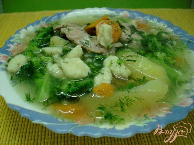 Рецепт Куриный суп с брокколи и клёцками.