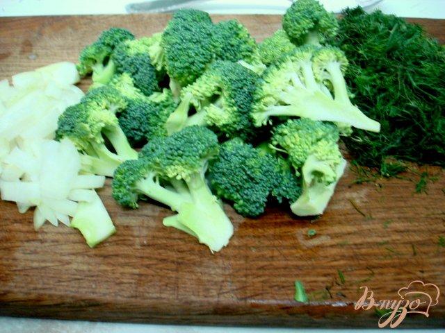 Фото приготовление рецепта: Куриный суп    с брокколи и клёцками. шаг №2